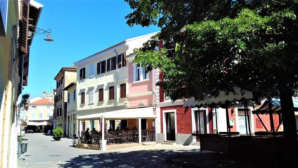 ljubljanska-ulica-s-trznico-izola